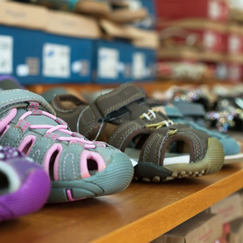 8 rules for big savings on kids' shoes