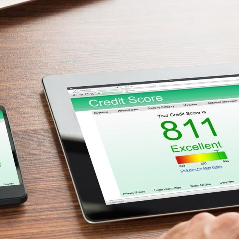An 811 credit score on tablet