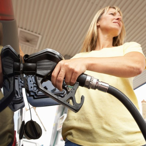 Chevy, Shell program lets you pay for your gas while you're inside your vehicle