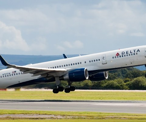 Love to travel? Delta is hiring 1,000 flight attendants!