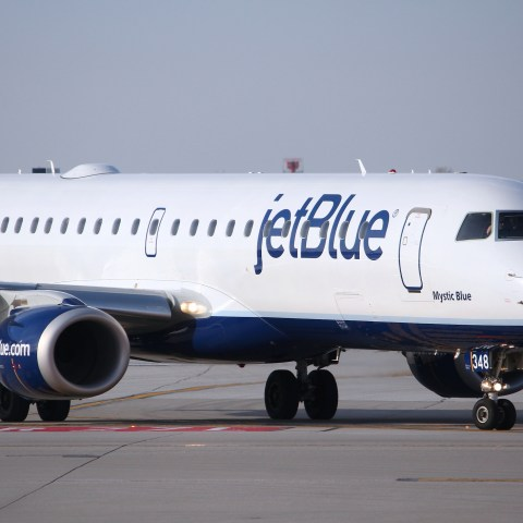 How to save money on JetBlue Airways