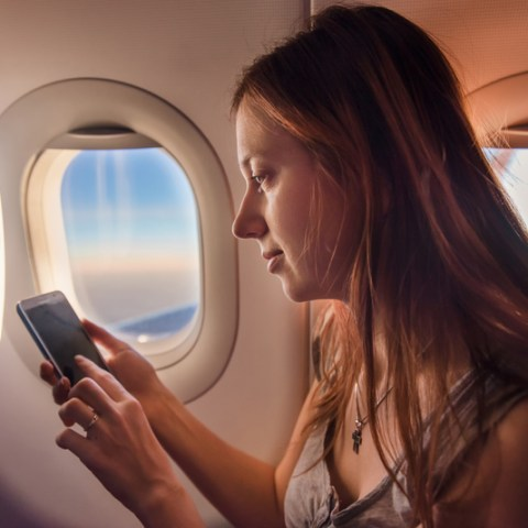 How to reach your favorite airline via social media
