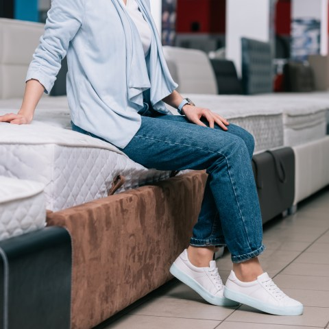 The Best Time and Place to Buy a Mattress