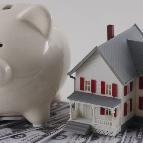 No closing cost mortgages can be a great way to lower your interest rate without paying fees.