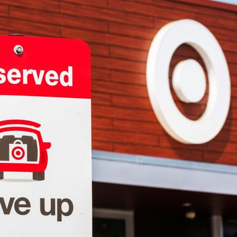 Target Drive Up Review: How Target Grocery Pickup Works