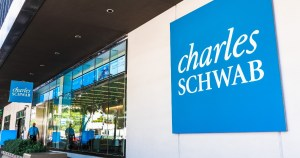 In this Charles Schwab review, I'll explain why money expert Clark Howard strongly recommends the investment company.