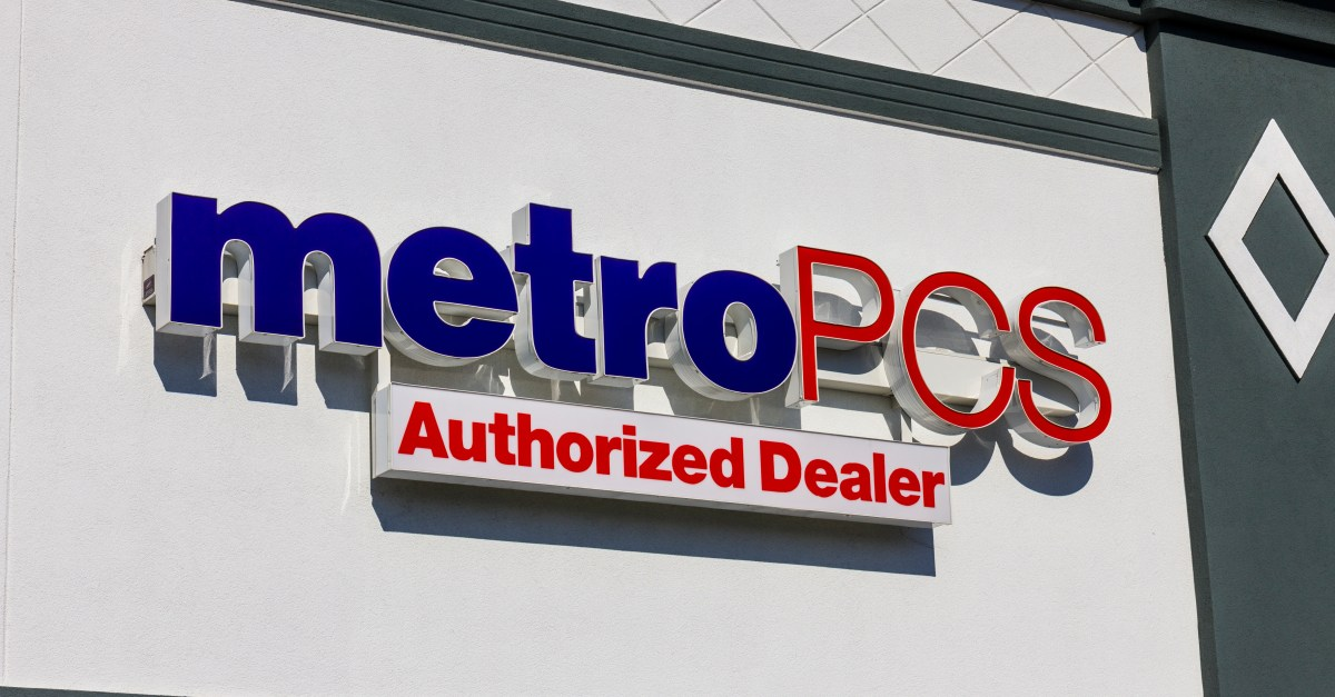 MetroPCS deals: 2 unlimited lines for $80 + 2 FREE phones
