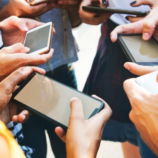 5 great deals on unlocked smartphones under $200