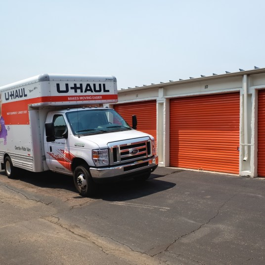 Uhaul offers 30 days of FREE storage to college students