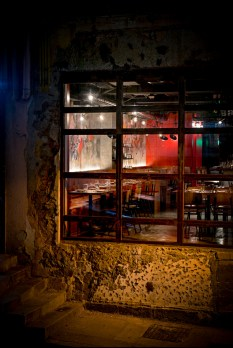 Located on Old Bailey Street, the exterior of Fatty Crab Hong Kong has a raw, rough nostalgic vibe about it.