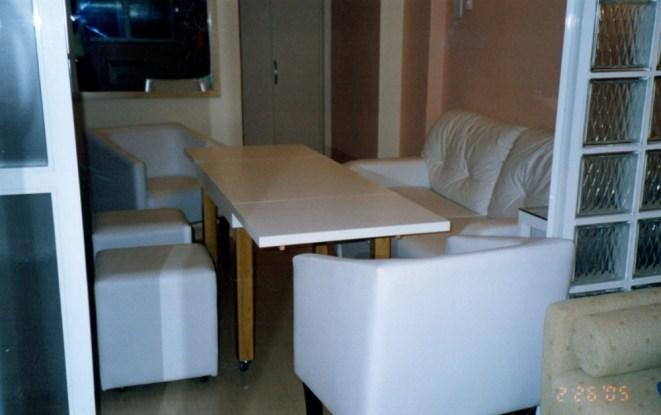 Mesa, que depois de aberta, comporta 6 pessoas_depois.