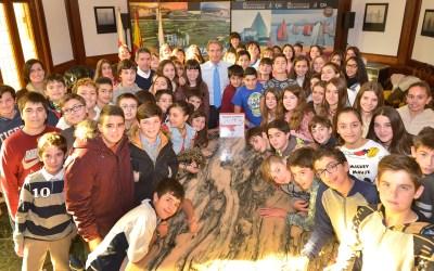 """El alcalde recibe a los chicos que diseñaron """"Aumenta Cantabria"""""""