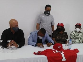 Armando Cruz encabeza la firma de los prospectos dominicanos - Clasico  Deportivo