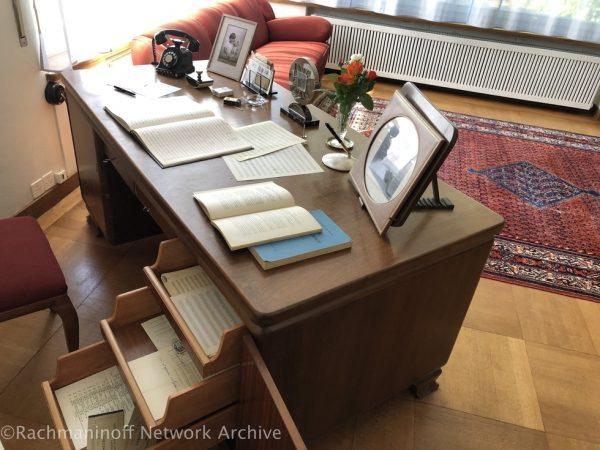 라흐마니노프의 책상과 그의 악보들