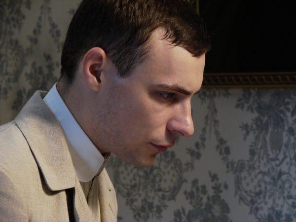 L'acteur Evgeniy Tsyganov incarne Rachmaninoff