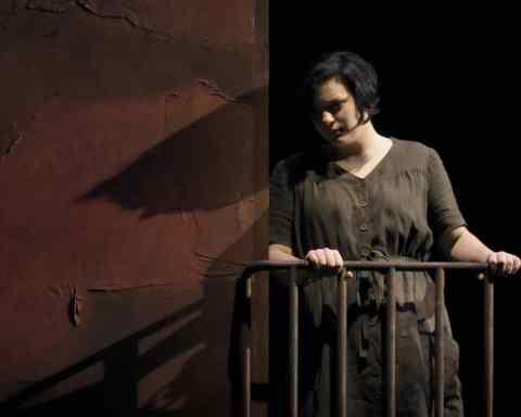 Teresa Iervolino dans La Cenerentola mise en scène par Guillaume Gallienne © Vincent Pontet / Opéra national de Paris
