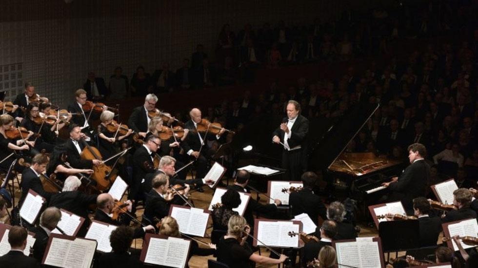 Riccardo Chailly dirige Ravel et Rachmaninoff avec l'Orchestre du Festival de Lucerne