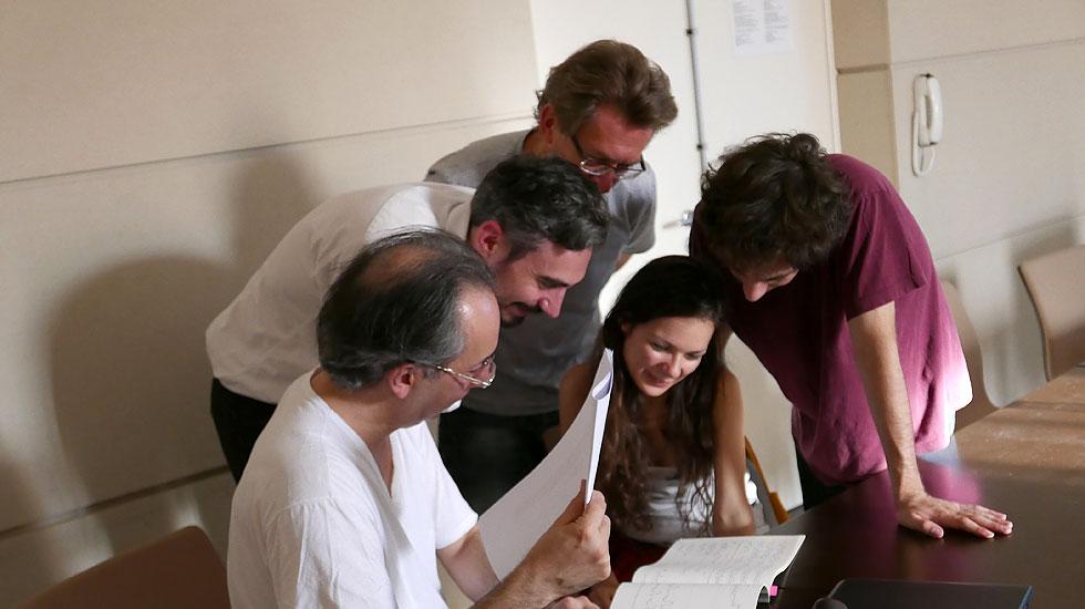 Le compositeur Pierluigi Billone et ses élèves de l'Académie Voix Nouvelles de Royaumont © Jean-Philippe Wurtz