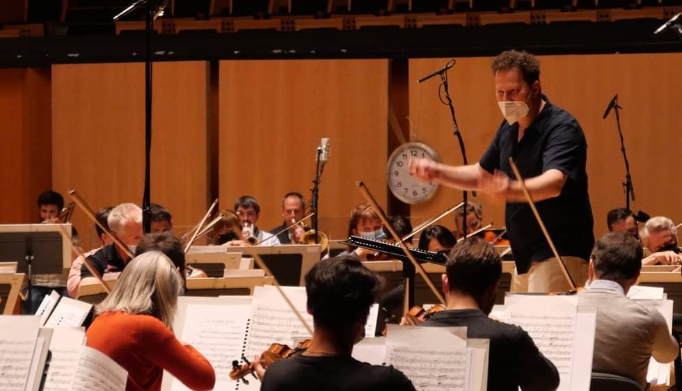 N.Szeps-Znaider et l'Orchestre National de Lyon-Photo ©Yannis Adelbost/ONL