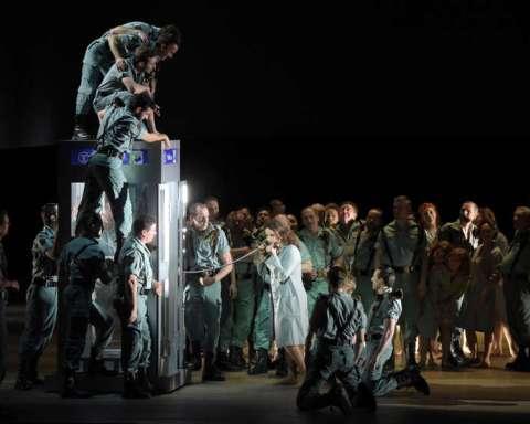 Carmen dans la mise en scène de Calixto Bieito