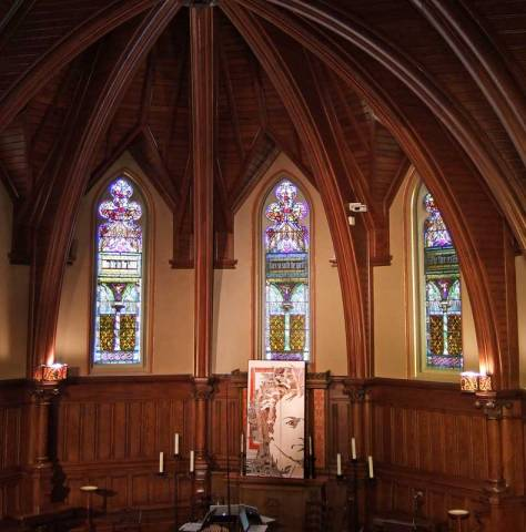 <p>Forsyth Chapel with Visiting Composer (BMInt staff photo)</p>