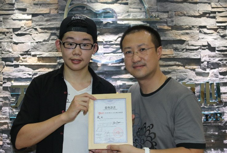 Winner Duan Yun (L) with He Qing