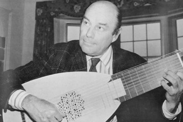 Julian Bream playing a lute