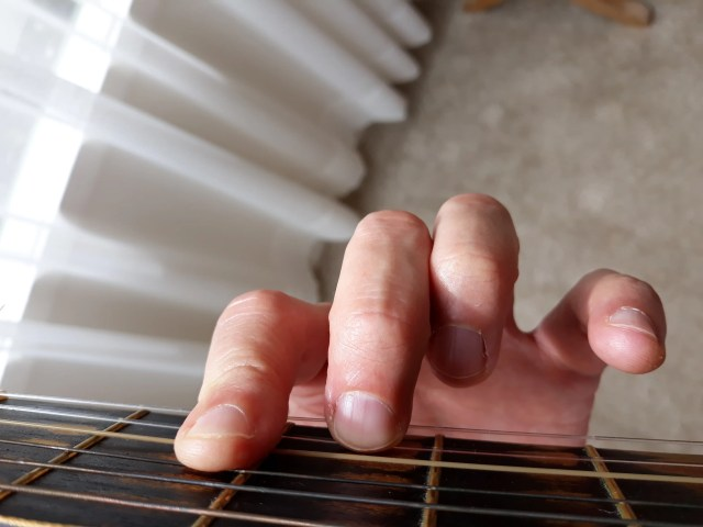 Half barre D chord correct 2