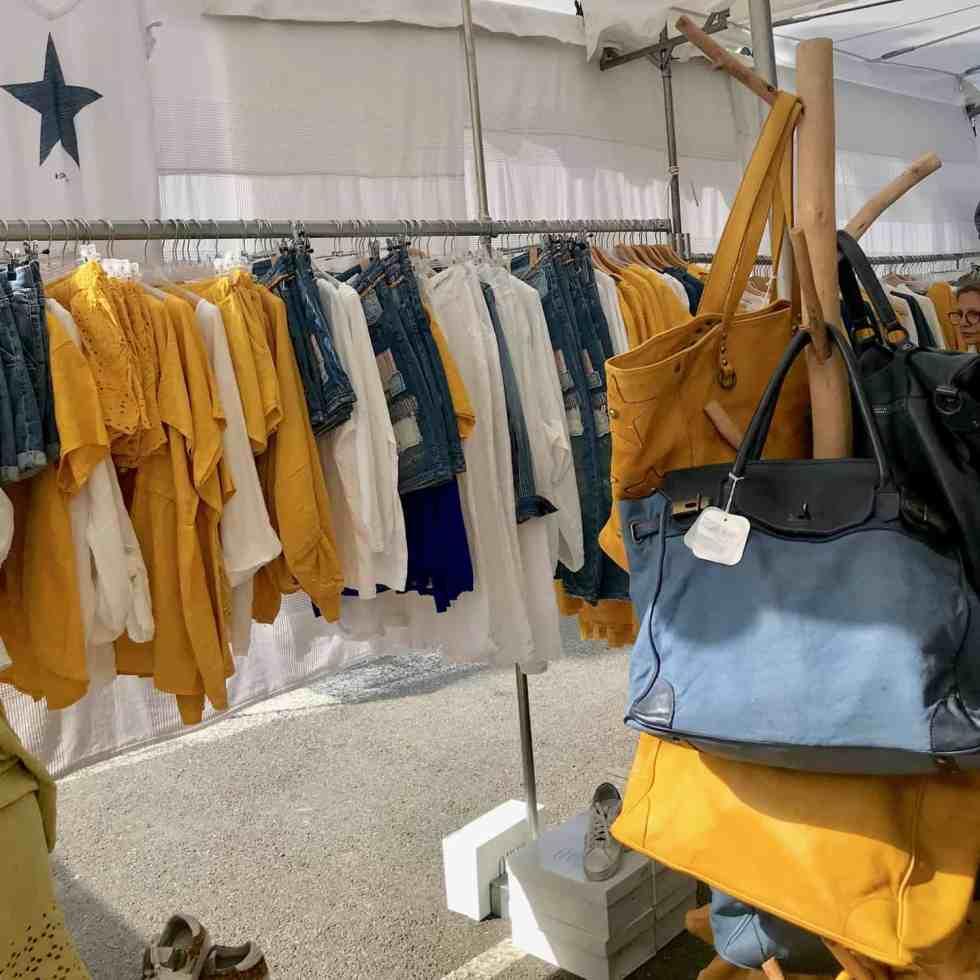 Linen clothes in Lourmarin