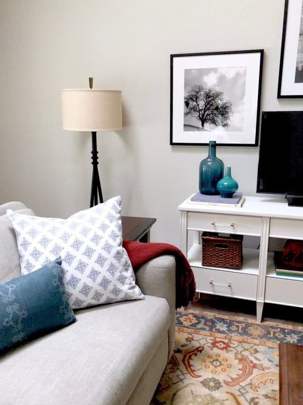 Steps To Update A Traditional Living Room Stuck In The 80 S Classic Casual Home