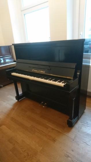pianos_used_jordans