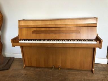 secondhand_piano