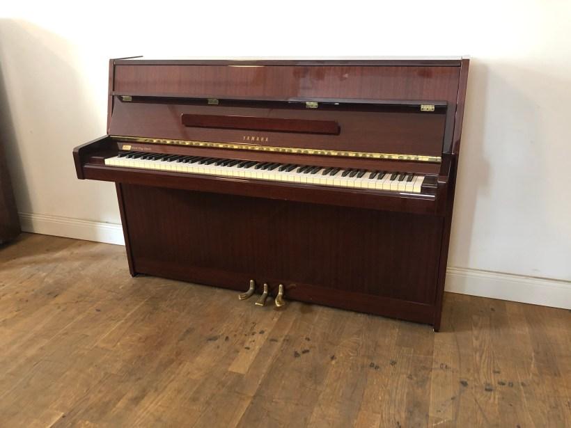 Klavier Yamaha • Mahagoni
