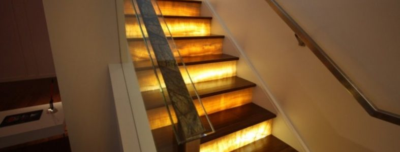 Стоимость электроэнергии в освещение лестницы в доме? 02