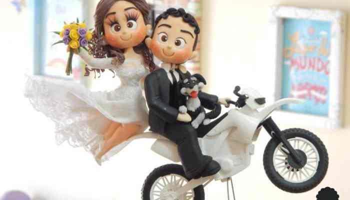 topo de bolo de casamento noivinhos na moto casal biscuit biscuit do ricky