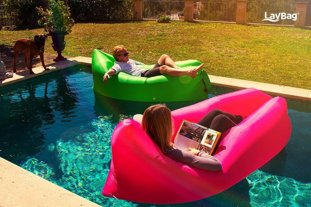 Hamac gonflé dans la piscine