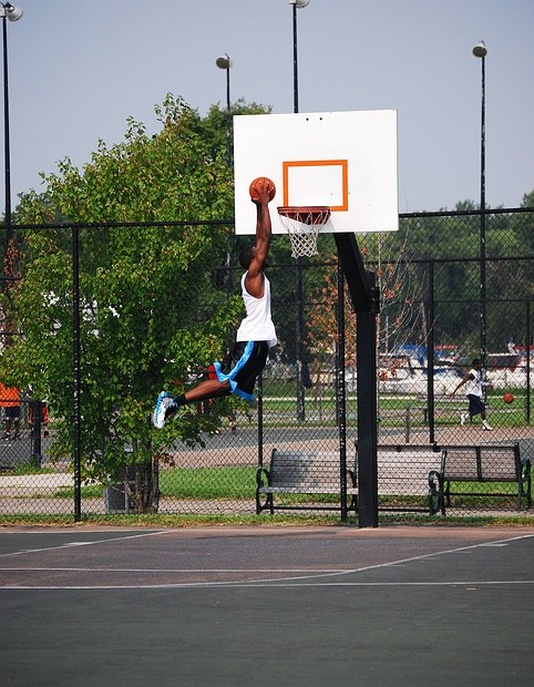 Basketball dunker