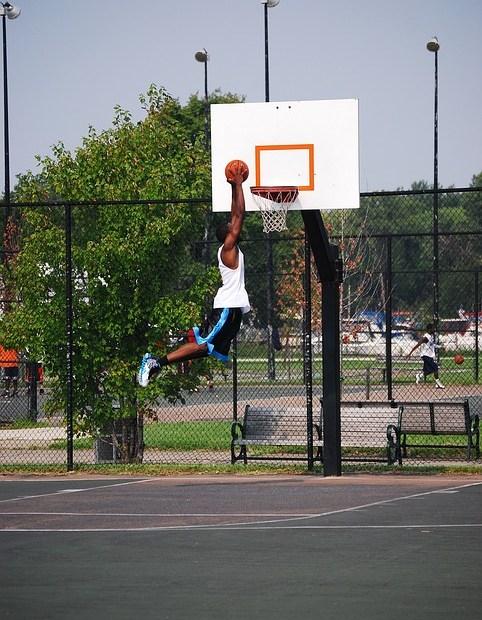 Basketball dunker