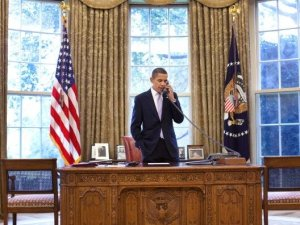 obama on the phone in the oval office