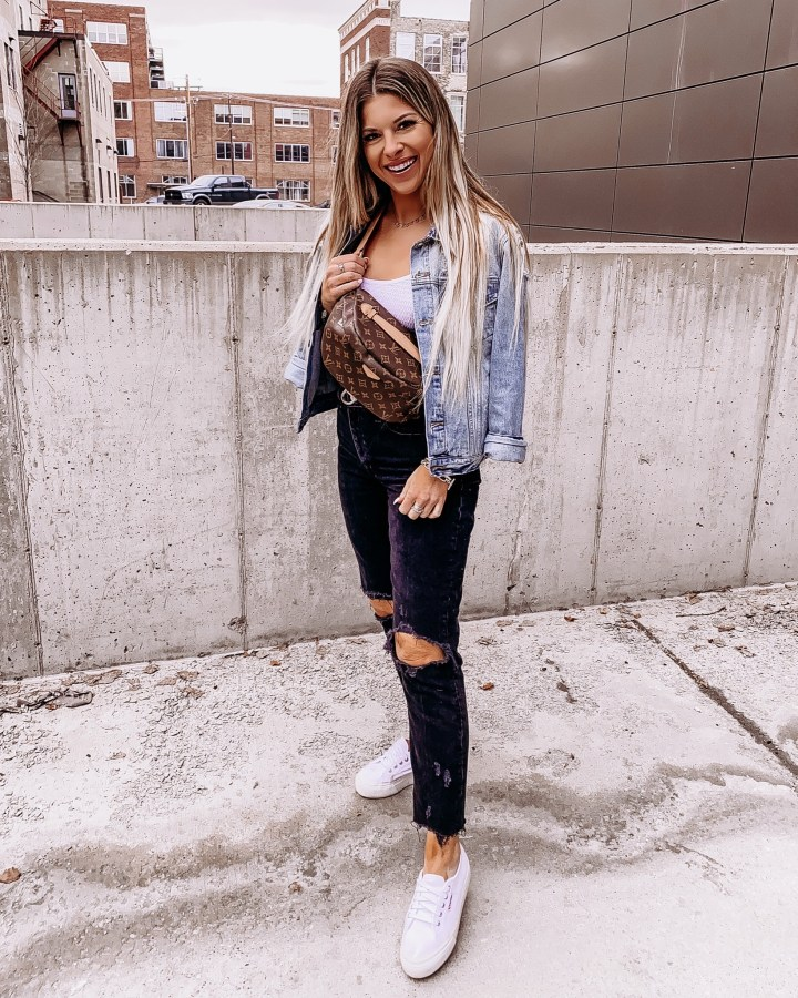 Best Summer Sneakers | Style blogger Emerson Hannon of Classycleanchic shares Best Summer Sneakers