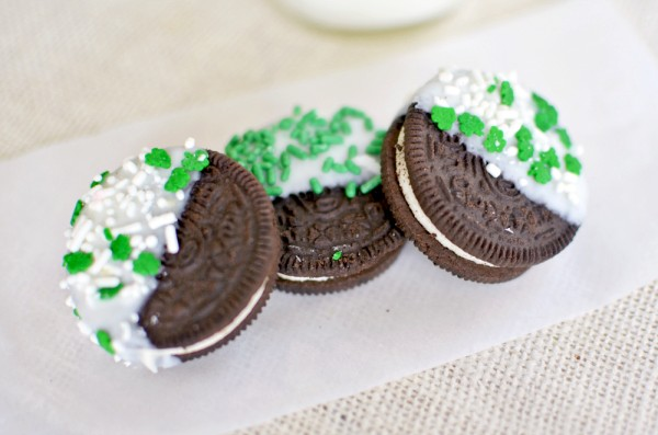 How To Make White Chocolate Dipped Oreo Cookies For St