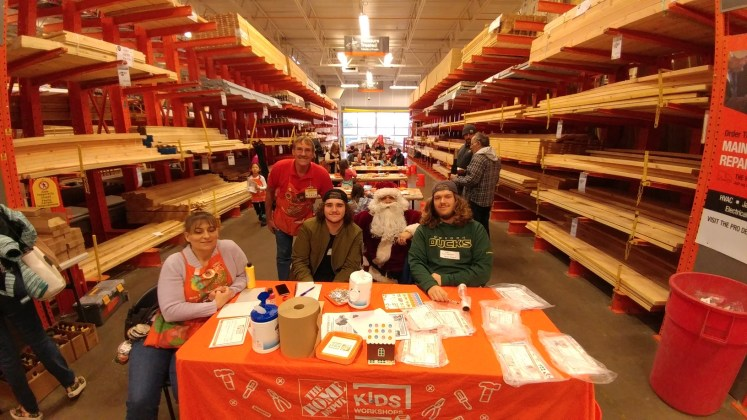 Astoria High School Seniors Craft With Kids At Home Depot Clatsopnews