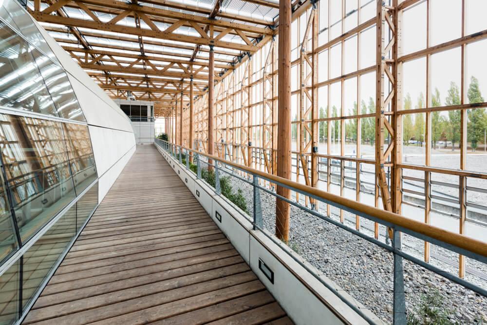 Architekturfotografie, Mont-Cenis, Imagefotos, Architekturfotos, Holzpfeiler mit Schrauben