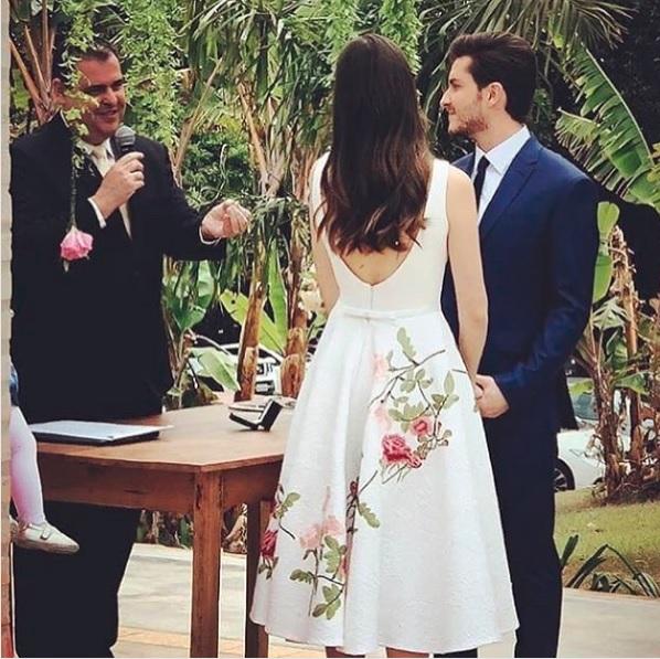 Camila Queiroz e Klébber Toledo se casam | CLAUDIA