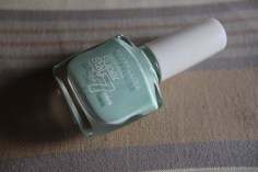 Maybelline forever strong nail polish in the shade mint for life