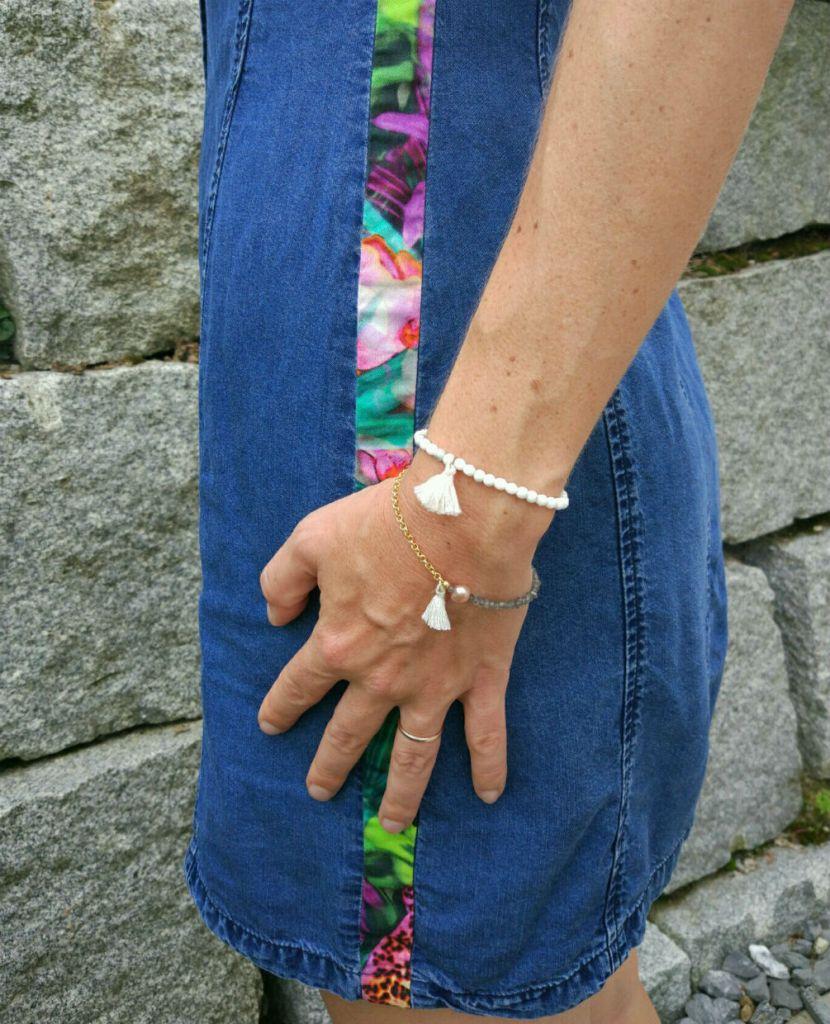 Jeanskleid mit Seitenstreifen
