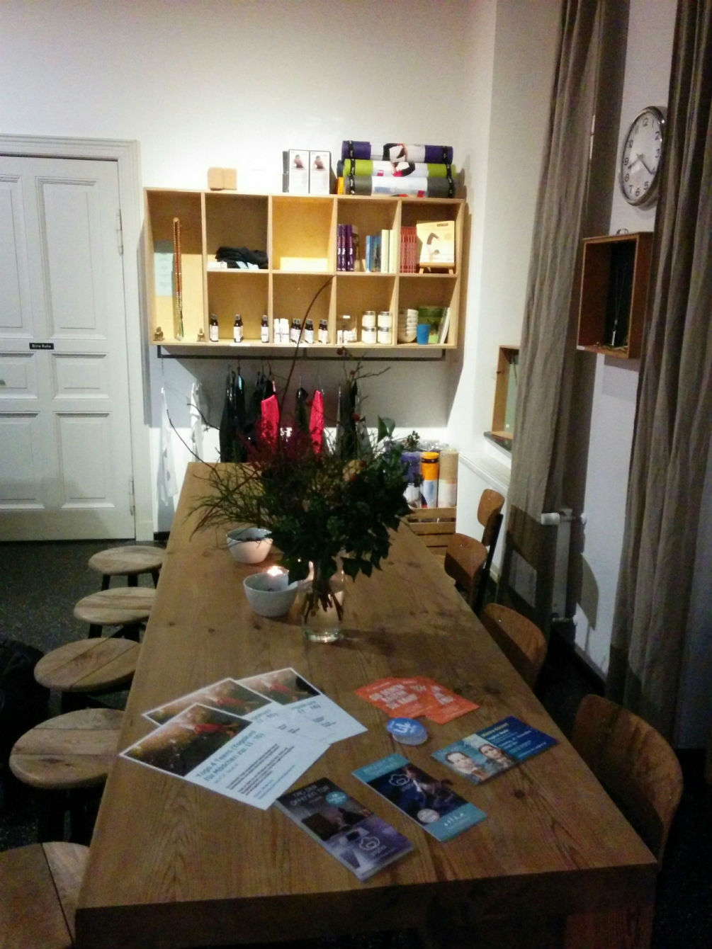 Yogibar Berlin Tisch