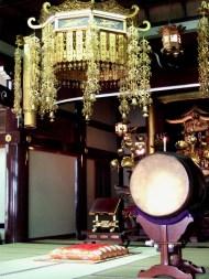 Choeur d'un temple bouddhiste (Tokyo)