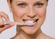 como debemos cepillarnos los dientes