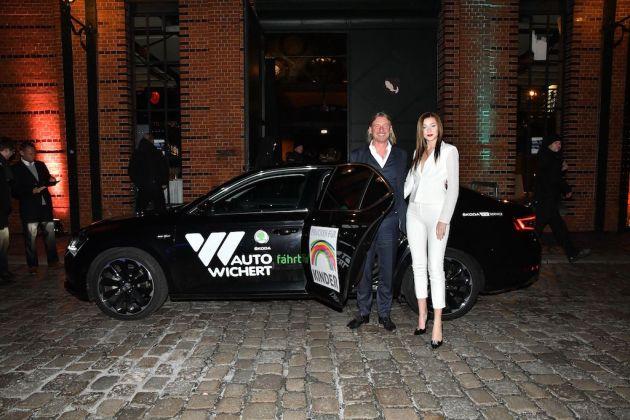 Frank Otto und Nathalie Volk mit Skoda-Shuttle von Auto Wichert
